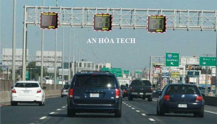 Giải pháp radar giao thông hiện thị tốc độ trên đường cao tốc